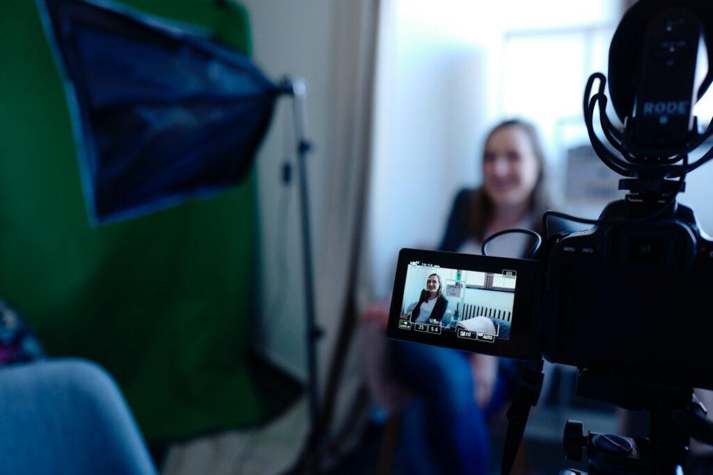 Hoe je met video je bedrijf meer in de spotlights kunt zetten