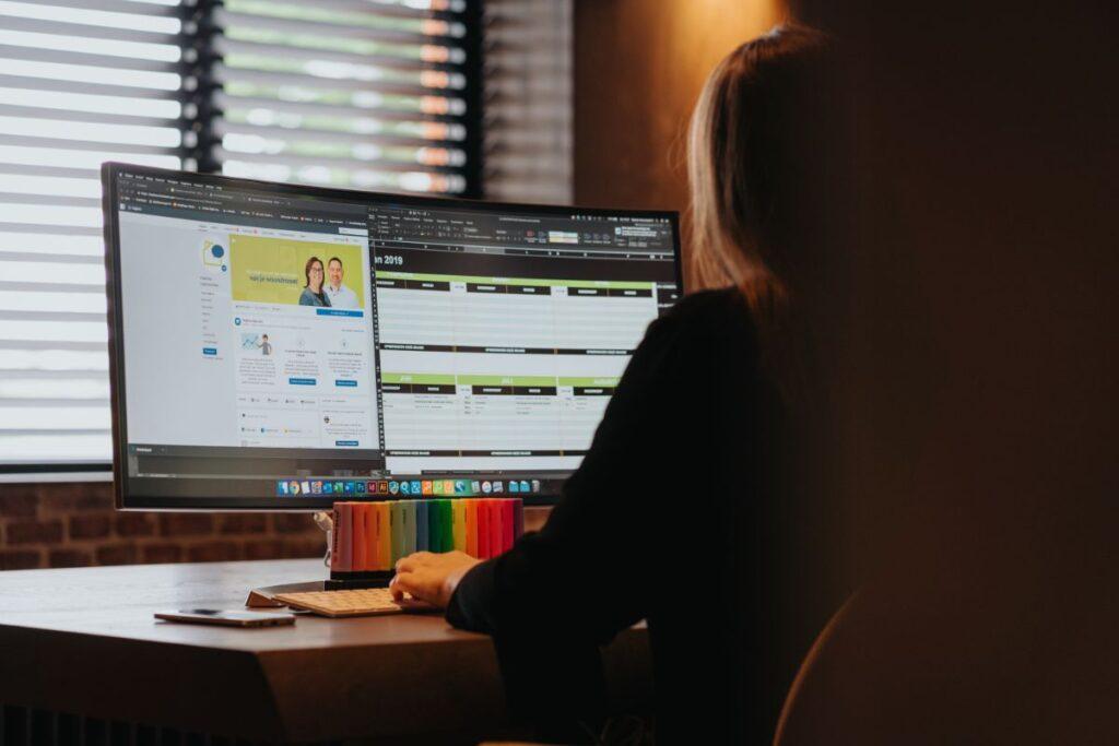 Manon helpt jou meer klanten te werven via social media